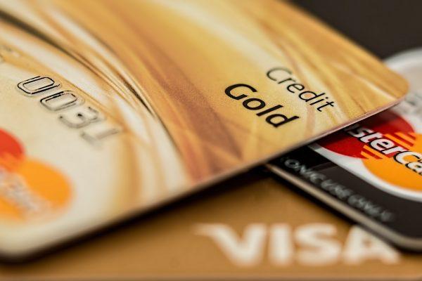 Čo robiť, ak splácate kreditnú kartu a máte pocit, že splátky nemajú koniec?